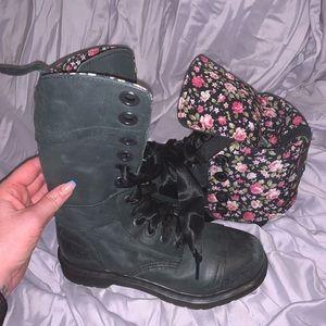 Dr Marten Trimuph 1914 black floral combat boot